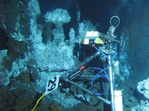 The VentCam positioned to collect data from the Bio9 vent at a depth of 2500 m below the surface of the ocean.