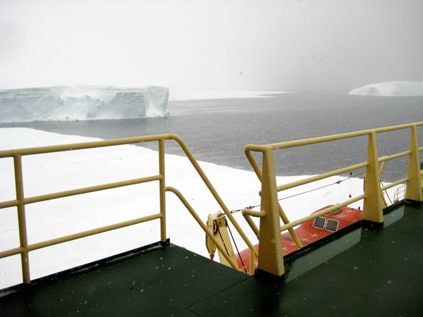 ship_in_ice