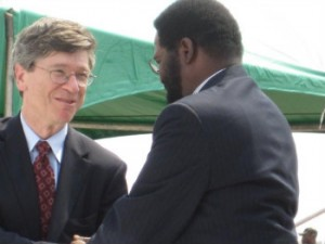 Jeffrey Sachs shakes hands with Accra's mayor, Honorable Alfred Vanderpuije, at the Millennium City designation ceremony