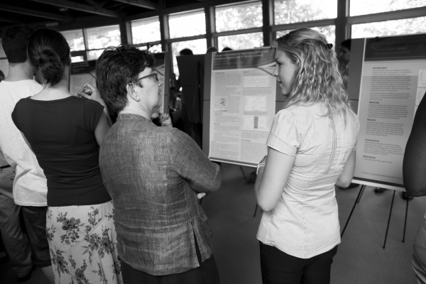 IRI scientist Madeleine Thomson talks with a participant during the Summer Institute poster session