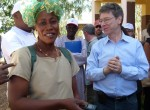 Earth Institute Director Jeffrey Sachs meets with Rokia, a community health worker in the Tiby Millennium Village in Mali.