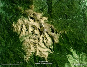 Google Earth images of glacial thumbprints at Mount Chirripo, Costa Rica (left) and Mount Wilhelm, Papua New Guinea (right).  Both mountains are located within 10° latitude of the equator.