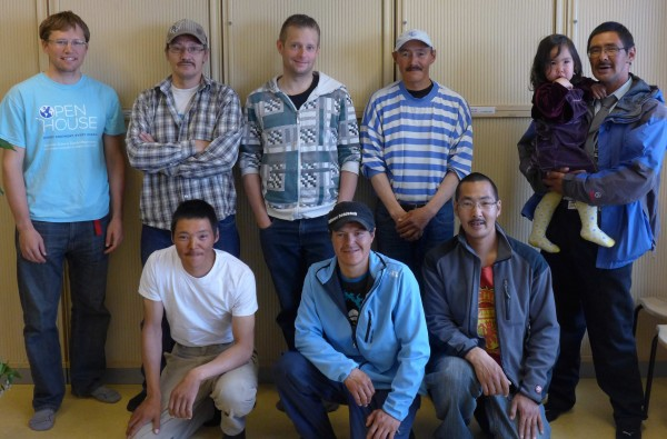 Fishermen and community members from the town meeting. (Dave, Edvin (meeting translator), Søren, Gabriel, Ella, Magnus in the back row). (Photo M. Turrin)