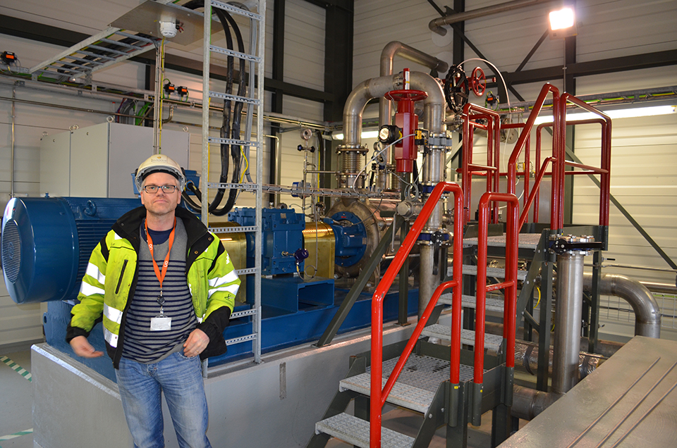 A system designed by chemical engineer Magnus Thor Arnarson (left) separates carbon dioxide and hydrogen sulfide from steam. Reykjavik Energy, which runs the plant, put it into full-time operation in September 2014. The concept was proved up when chemical tracer tests at a nearby pilot site indicated that pressurized carbon injected into basalt below was rapidly solidifying. The new separator removes about 20 percent of the plant's emissions; planned expansions should eventually remove all.