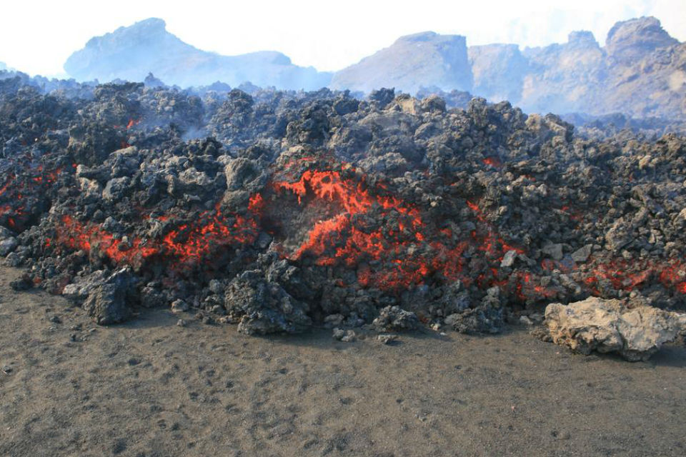 advancing lava 960