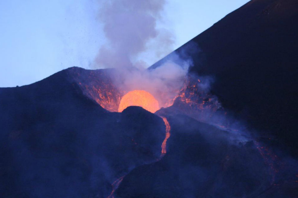 essay on volcano arenol