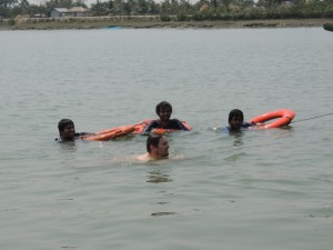 With limited tube wells to test, the group returned to the ship early and had a swim break.