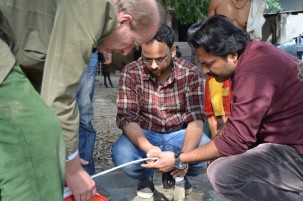 Van Geen, Mahfuzur Khan and Babo Islam test a well where there is evidence of arsenic in deep sediments. Photo: David Funkhouser