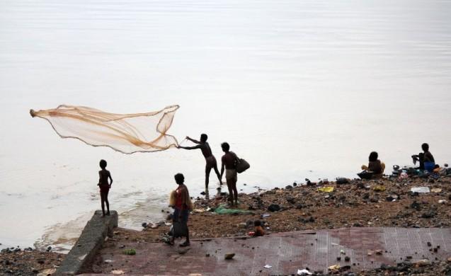 Fishing_at_Subarnarekha_river_near_Domohani_(River_meets)