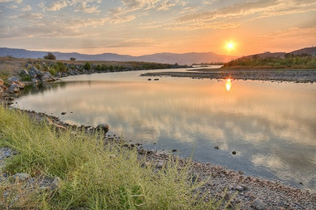 Lake Elsinore, where changing pollen levels in the sediment indicate a series of mega droughts gripped the region thousands of years ago. Photo by Jim Sneddon/CC-BY-2.0