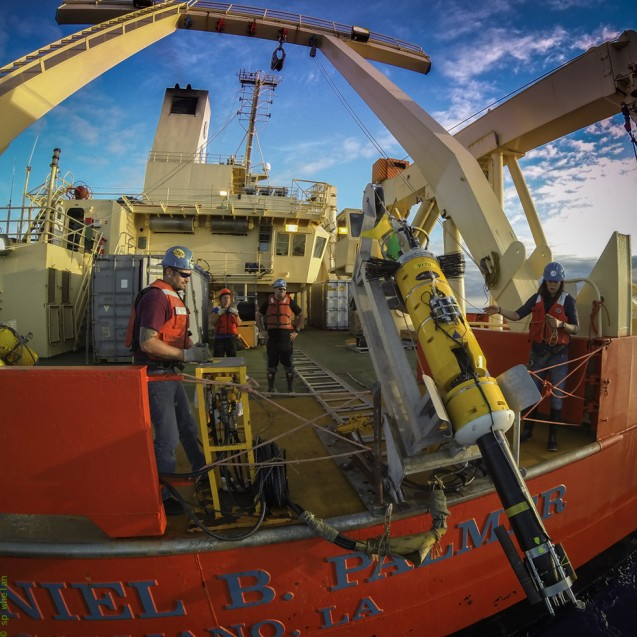 Deploying a VMP from the Nathaniel B. Palmer. (Photo: S. Whelan)