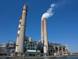 Big Bend Power Station, a coal-fired plant, near Apollo Beach, Fla. Photo: Wikimedia Commons