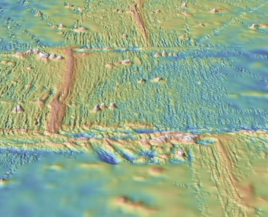 Modern mapping shows a mid-ocean ridge running from the top of the image to the bottom, with two transform faults perpendicular to the ridge. Via GeoMapApp