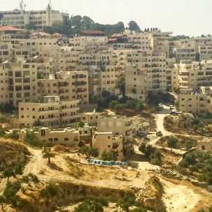 In East Jerusalem, neighborhoods like this are largely unplanned. Both road construction and housing construction is unpermitted and thus not eligible to receive municipal services. Photo: Alejandra Pérez-Plá