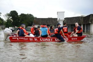 The Coast Guard rescues people in Baton Rouge, LA Photo: IIP Photo Archive