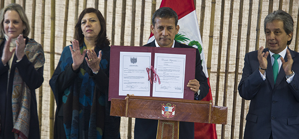 Signing of Peru's instrument of ratification, Lima. Photo: MINAM