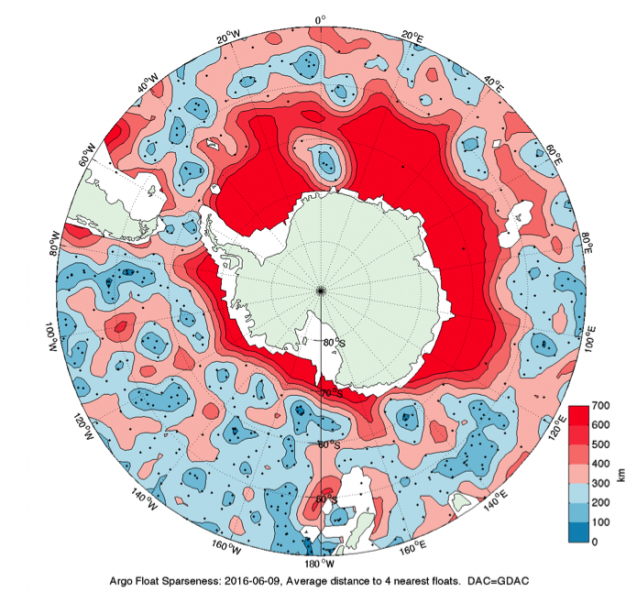 Map of the distance to the four closest floats pointing out the lack of floats around the Antarctic ocean.
