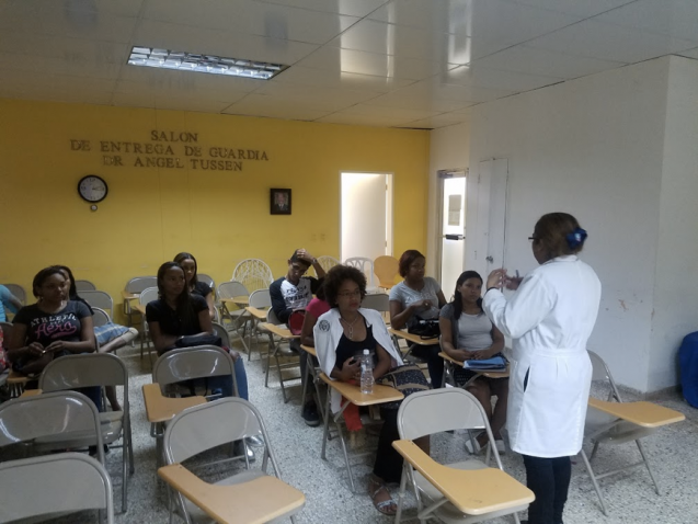 A medical school class learns about emergency medicine from Dr. Damaris Turner. They don't have access to Wi-Fi in the hospital. Photo: Anne Nelson