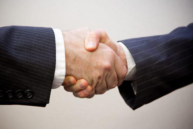 Handshake_Flazingo