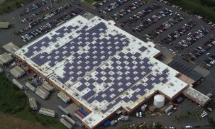 Solar panels on a Walmart i Puerto Rico.