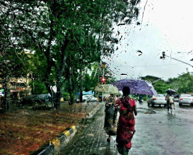 rain in mumbai umbrella