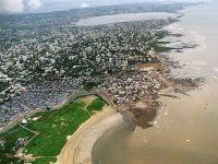 The city of Mumbai is built right up to the water's edge. Photo by United Nations University in Bonn