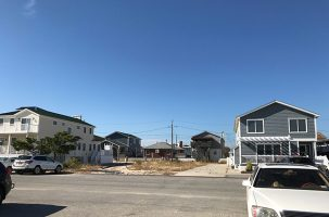 vacant lot in breezy point