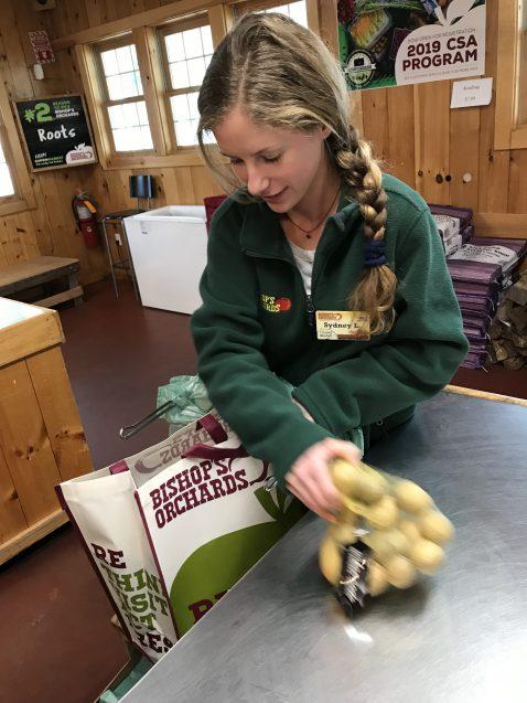 cashier loading a reusable bag