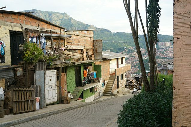 street and homes in comuna 8