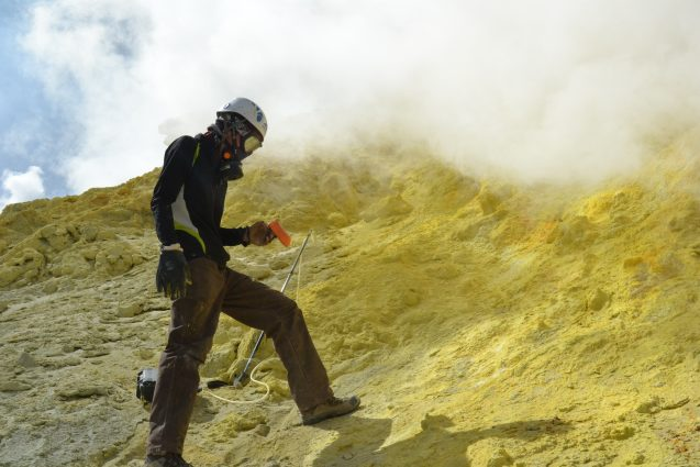 Yves Moussallam sampling volcanic emissions