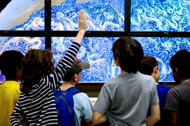 kids in front of screens showing ocean currents
