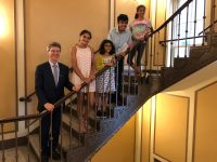 jeffrey sachs and kids on staircase