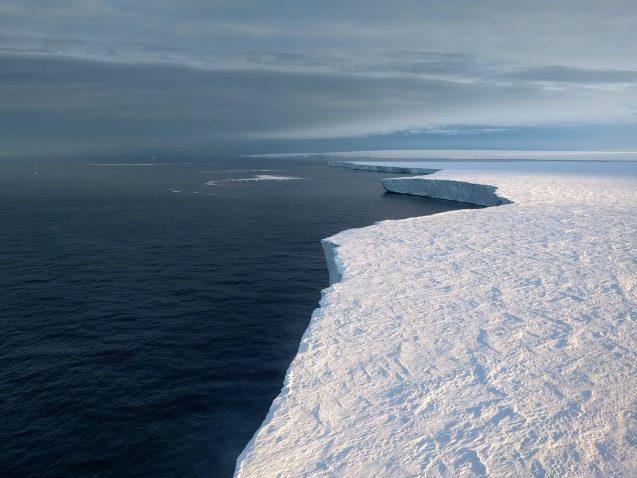 icebergs breaking off of antarctica