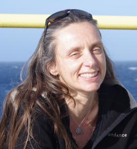 gisela winckler headshot with ocean background